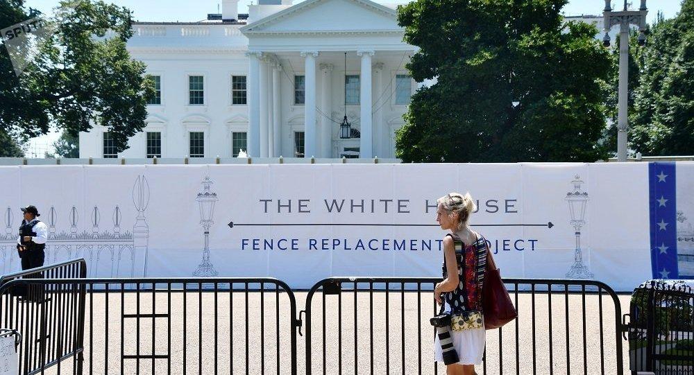 美國白宮旁槍擊事件發生後一名特勤局人員和嫌犯送醫救治