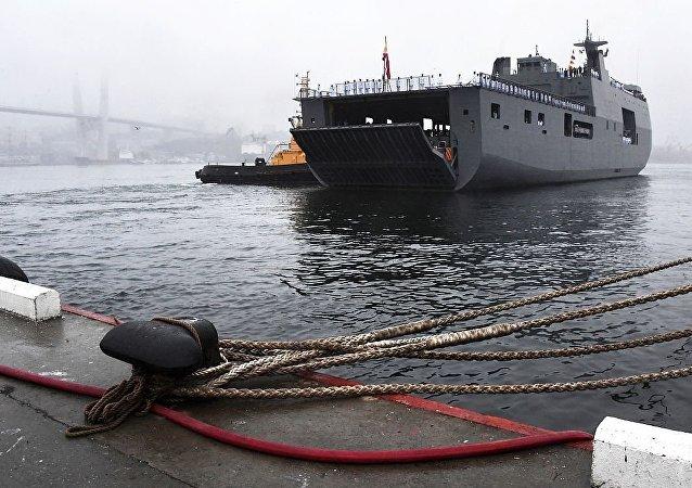 菲律賓海軍「南達沃」號直升機船塢登陸艦完成對俄符拉迪沃斯托克的訪問