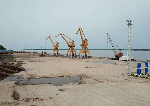 撫遠口岸今年自俄羅斯進口貨物7萬噸