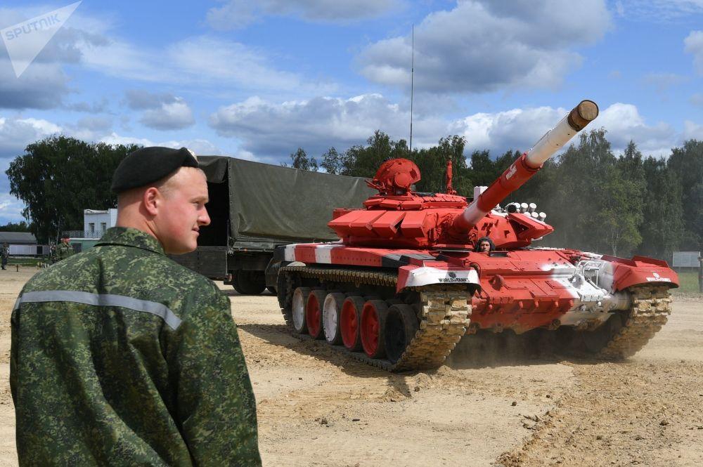 白俄羅斯軍隊一輛T-72B3坦克在為「坦克兩項-2019」國際比賽做準備。