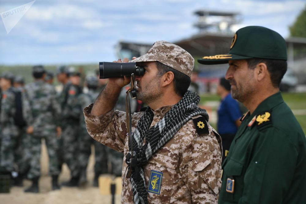 伊朗軍隊軍人在準備「坦克兩項-2019」國際比賽。