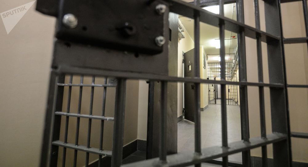 一名中國服刑人員在俄監獄教犯人學漢語