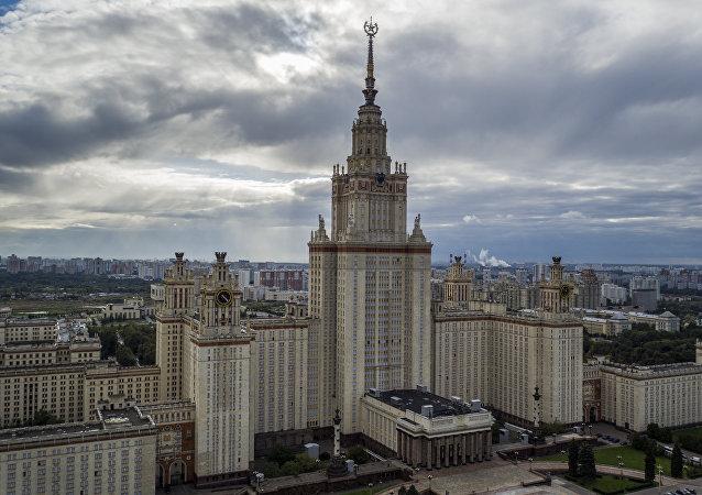 在麻雀山上(Sparrow Hills )的莫斯科大學主樓
