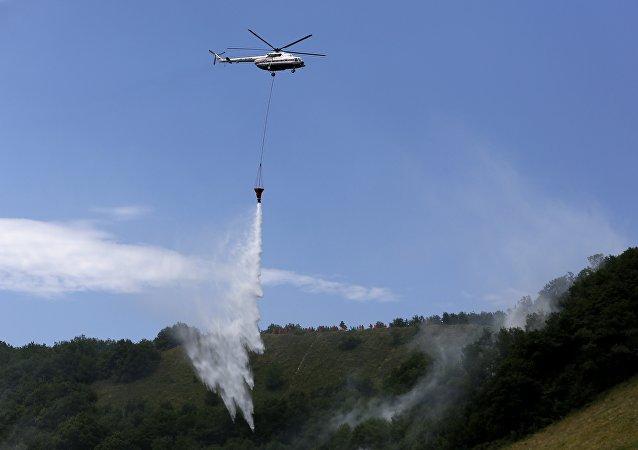 俄軍米-8直升機開始執行西伯利亞滅火任務