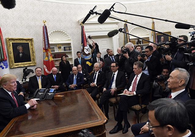 媒體:特朗普班子試圖勸阻特朗普對中國加徵關稅