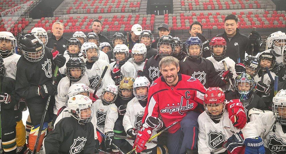 俄冰球名將高度評價中國冰球發展速度