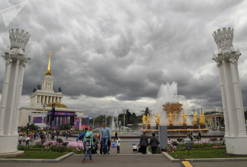 帝國氣魄與往事追憶:全俄國民經濟成就展覽館80年