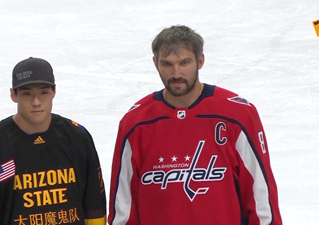 俄冰球名將奧韋奇金作為NHL國際大使到訪北京