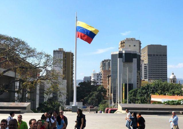 Прохожие на улице Каракаса