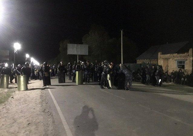 阿坦巴耶夫呼籲強力人員不要向吉爾吉斯斯坦人民開槍