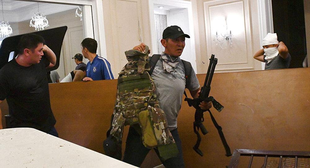 吉爾吉斯斯坦前總統親信團隊稱,強力部門對阿坦巴耶夫府邸發起新一輪突襲