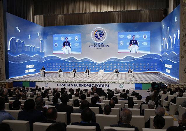 土庫曼斯坦總統抵達裡海經濟論壇開幕式