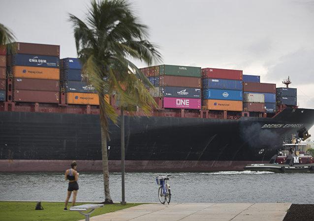 攜運新冠病毒感染者的兩艘郵輪停靠美佛羅里達州港口