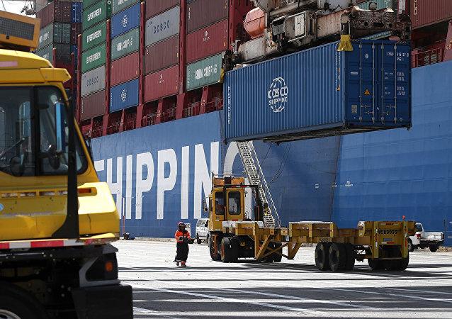中國海關總署:1-8月中美貿易額為3556.08億美元 同比下降13.9%