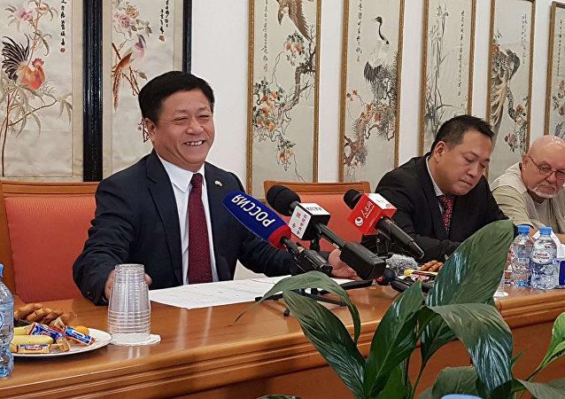 中國駐俄羅斯大使張漢暉(左)