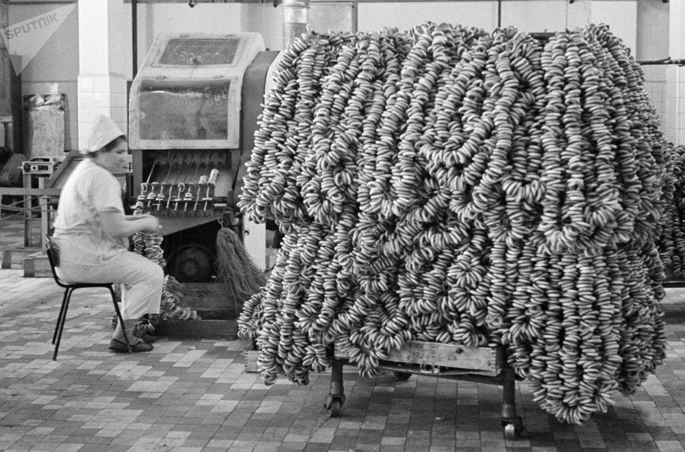 麵包圈工廠。1967年。
