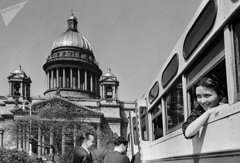 在列寧格勒市旅遊的遊客。1952年。