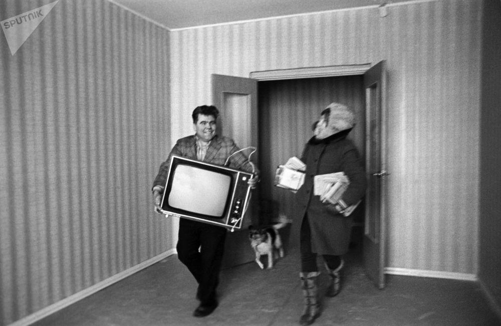 喬遷新居。莫斯科,1976年。