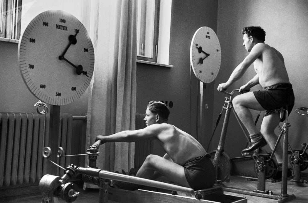 「基斯洛沃茨克-中央聯合社」療養院的健身房。1940年。