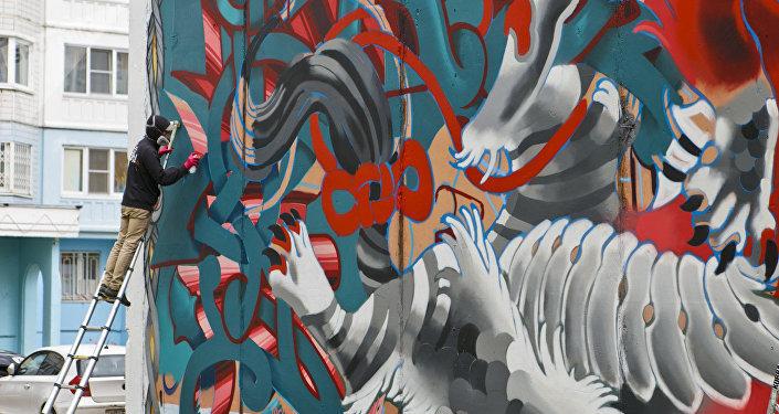 俄羅斯藝術家@tweso1持另一種想法。對他來說,塗鴉不僅是主要的謀生手段,還是一種生活方式。
