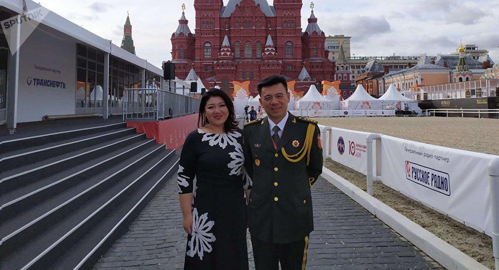 我覺得俄羅斯的文化和中國的文化有很多相通的地方。俄羅斯的文化淵源深厚,中國以前也學習很多俄羅斯的歌曲與文化,他們的文化非常深厚,也是值得我們學習的。也是我們比較喜歡的一種文化。