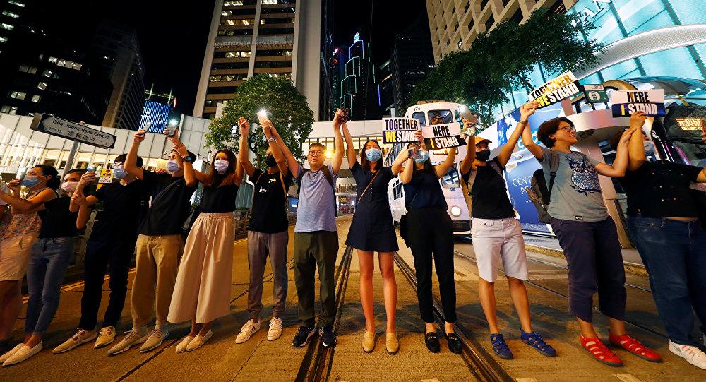 香港數萬民眾手拉手形成數公里長人鏈