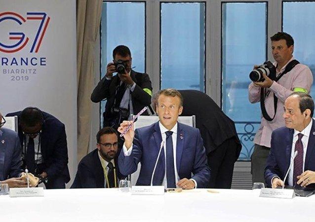 馬克龍向G7國家領導人贈送用海洋垃圾製成的手錶