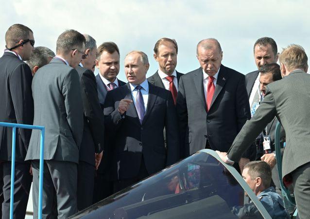埃爾多安莫斯科航展上向普京表示有興趣採購蘇-57