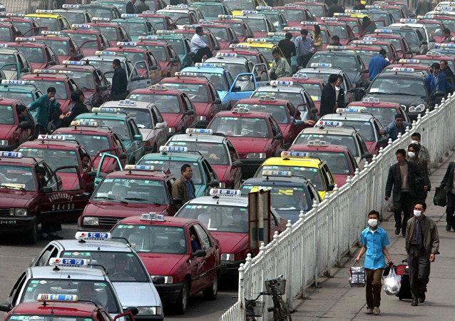 北京公開銷毀180輛依法查沒的「克隆出租車」