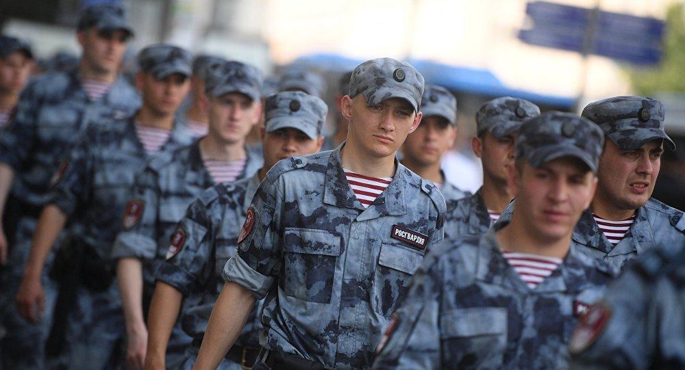 普京向俄羅斯國民警衛隊員致以節日祝賀