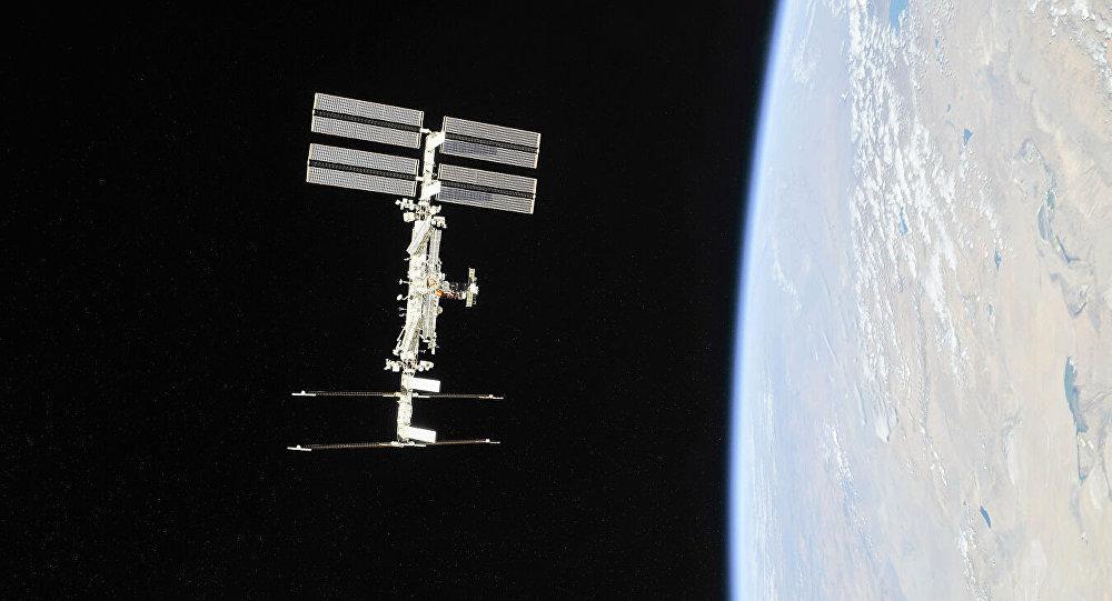 國際空間站上正在進行自動對接系統維修工作