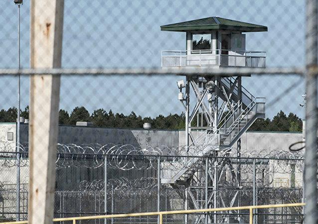 媒體:美國聯邦監獄25年來首次因全國騷亂而關閉