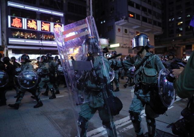 香港政府譴責激進示威者的行為