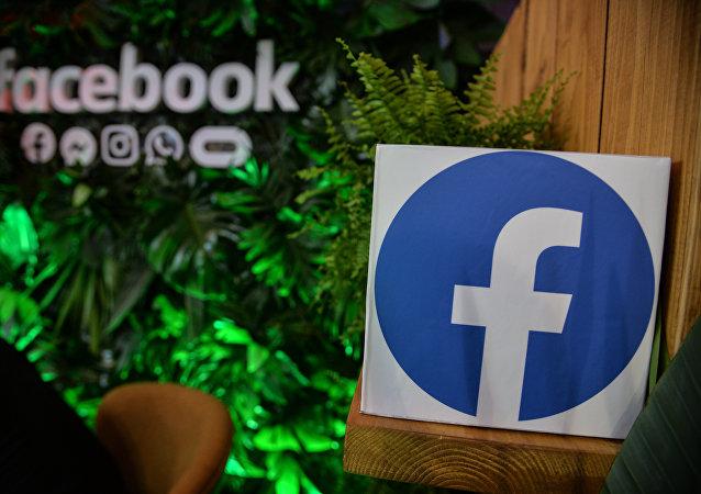 Facebook公司推出新LOGO