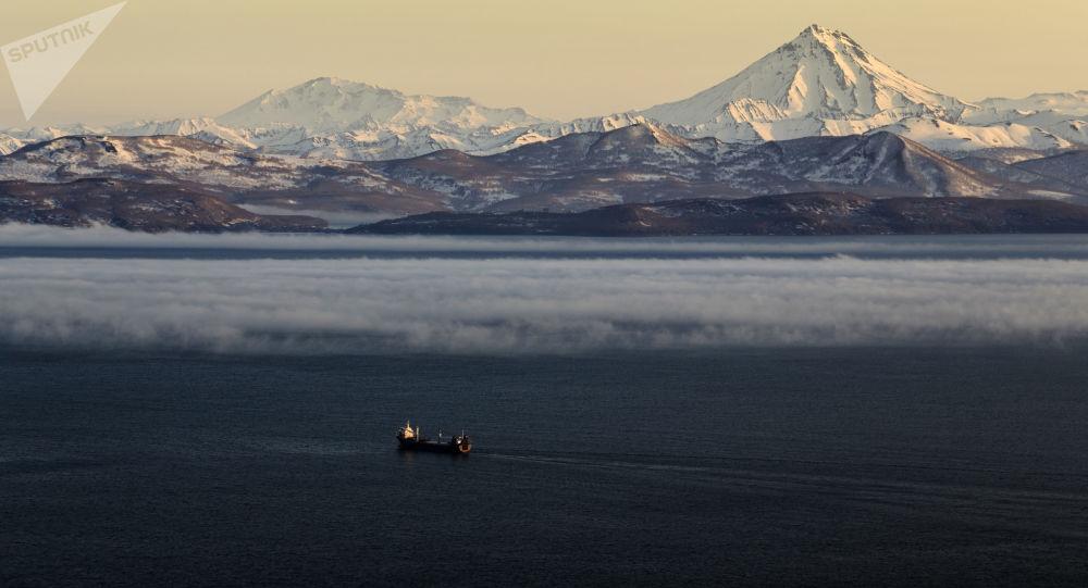 Вид на Вилючинский вулкан на Камчатке