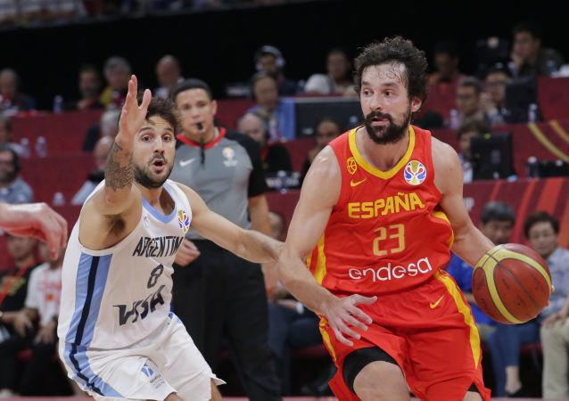 西班牙籃球運動員馬克·加索爾在一年內成為NBA和世界杯雙料冠軍