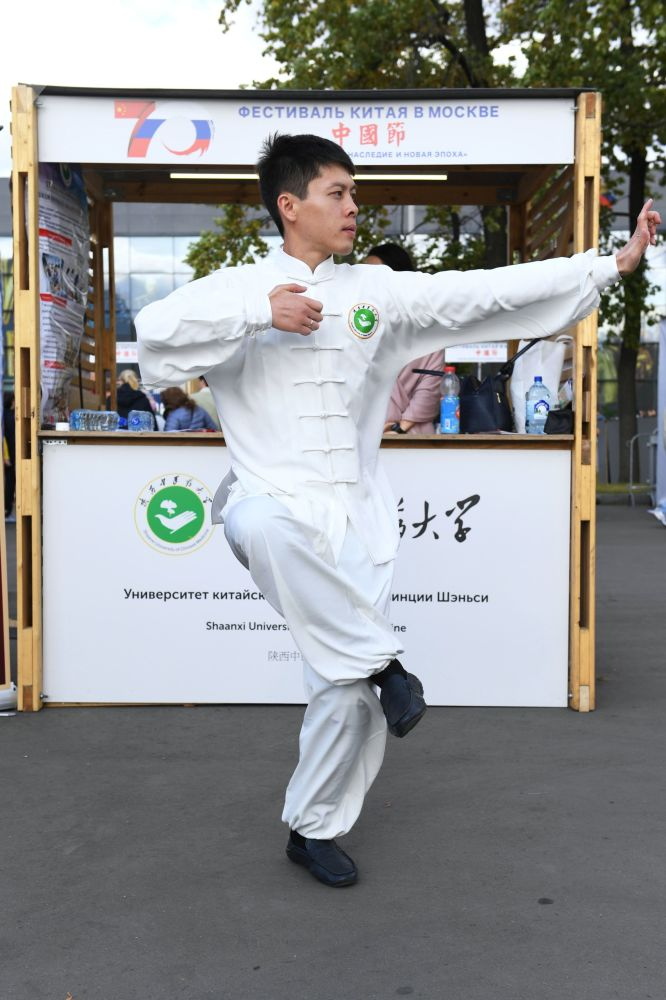 莫斯科全俄展覽中心舉辦的「中國:偉大遺產和新時代」中國文化節的演員。