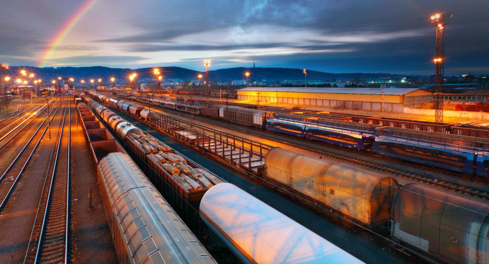 Поезда на грузовой платформе