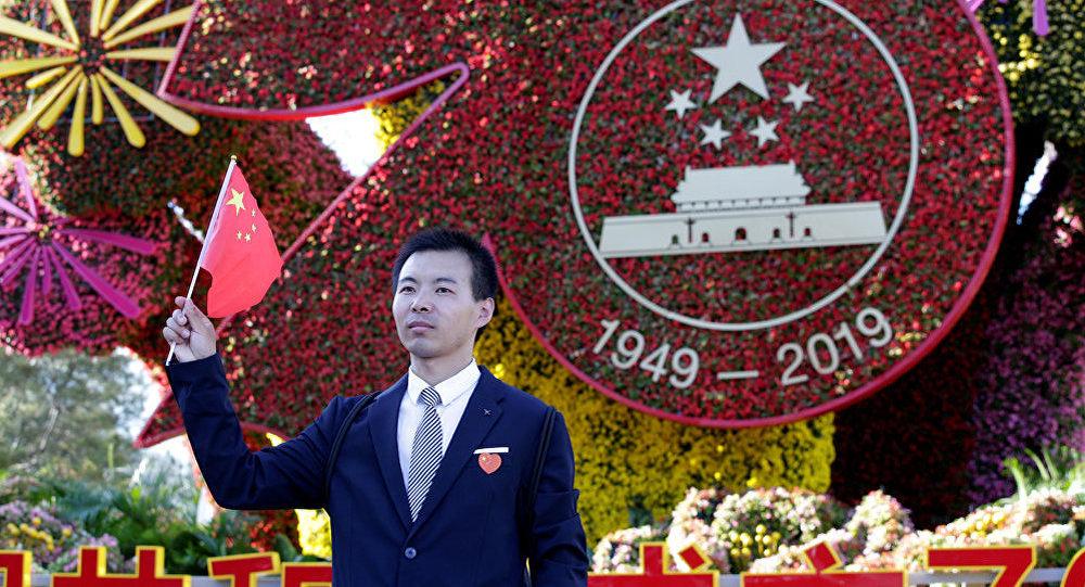 外媒:Givenchy為新中國成立70週年出售限量版T恤