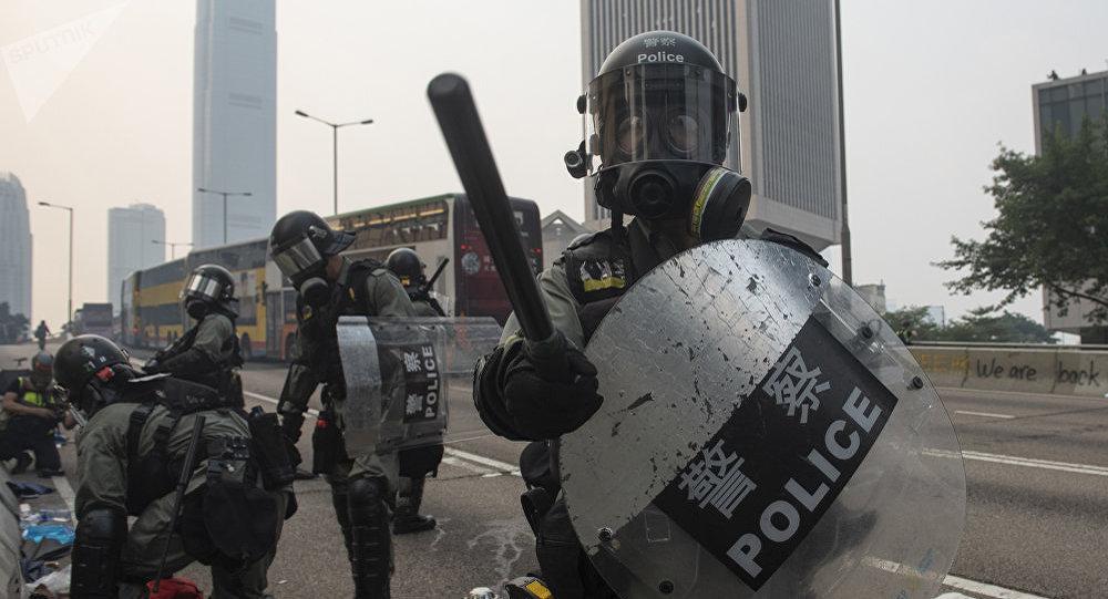 香港警方在三天的示威活動中拘留300多人