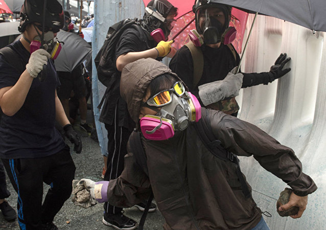 Участник протеста в Гонконге