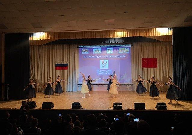 俄中兒童舉辦音樂會慶祝俄中建交70週年