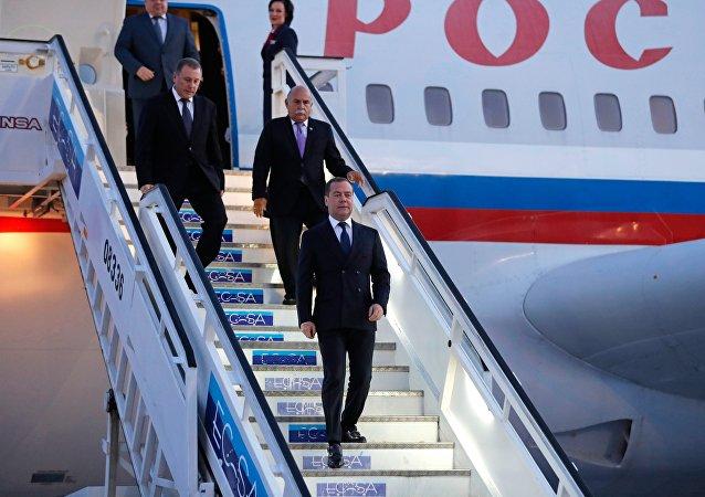 俄羅斯總理開始對古巴進行訪問