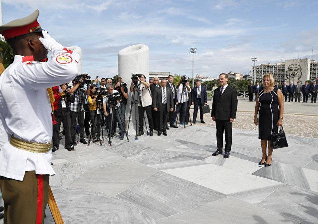 俄羅斯總理梅德韋傑夫和他的夫人在哈瓦那
