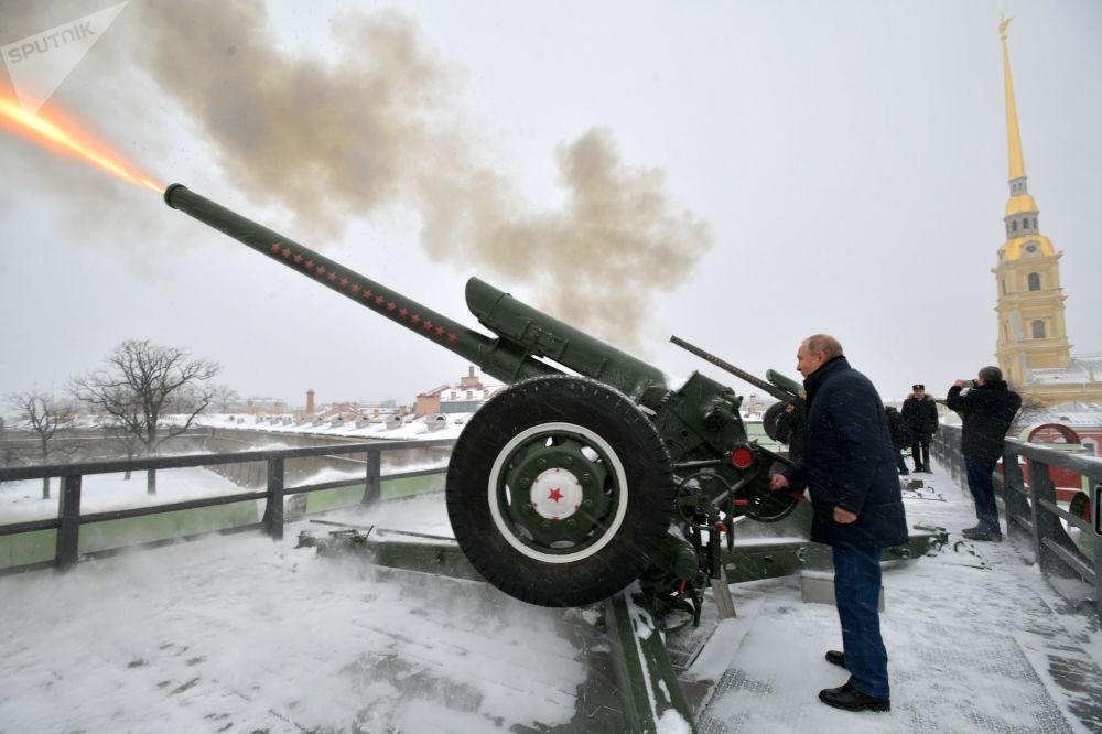 2019年1月7日,俄羅斯總統普京在彼得保羅要塞散步時開炮,大炮於每天中午12時準時開炮。