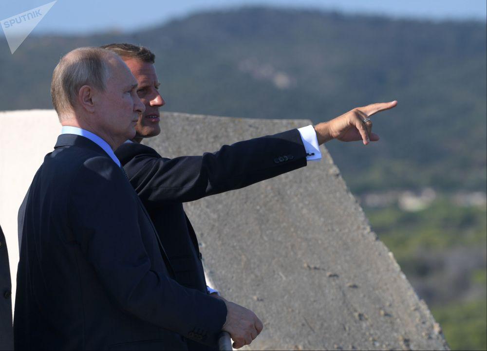 2019年8月19日,俄羅斯聯邦總統普京和法國總統馬克龍在法國總統博爾默勒米莫薩官邸舉行會晤。