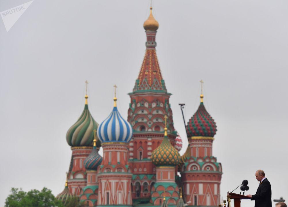 2019年5月9日,俄羅斯聯邦總統,俄羅斯聯邦武裝力量最高統帥弗拉基米爾·普京在紀念偉大的衛國戰爭勝利74週年紀念日閱兵式上。