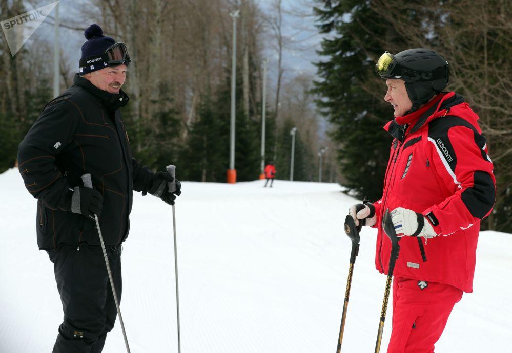 2019年2月13日,俄羅斯聯邦總統普京和白俄羅斯總統盧卡申科(左)在滑雪。