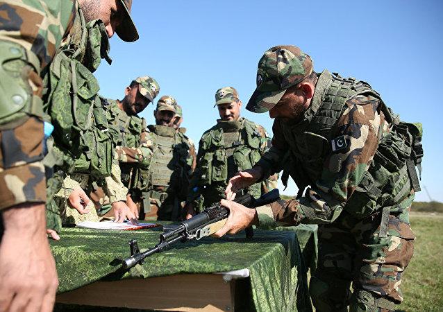 俄巴軍人以進攻「恐怖分子基地」結束「友誼-2020」演習