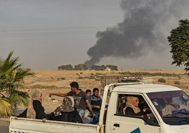Дым от бомбардировок в провинции Эль-Хасака на северо-востоке Сирии